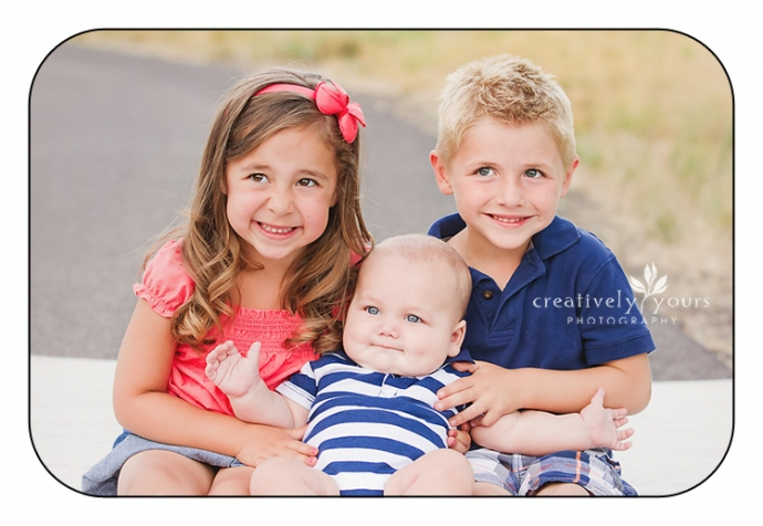 Beautiful family photos in a park in Spokane WA
