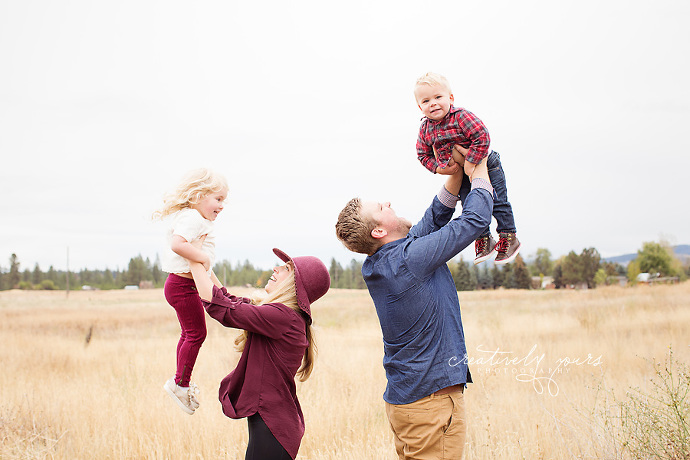 Spokane Fall Family Photos by Creatively Yours Photography- Family session giveaway
