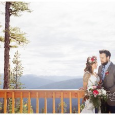 Silver Mountain Wedding Photographer, Creatively Yours Photography located in Spokane WA captures a beautiful mountain top wedding.